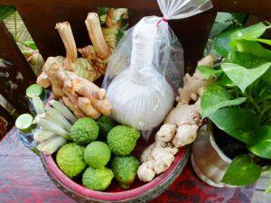 Porta pindas con frutos y plantas tailandesas