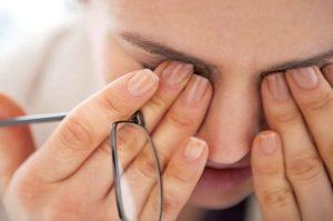 tener dolor de cabeza